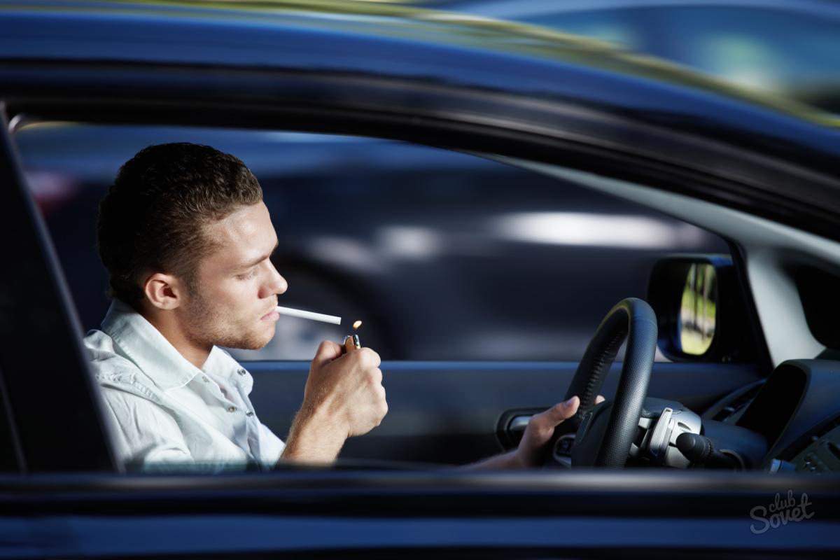 zrelé fajčenie v aute
